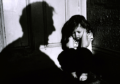 http://tlcinstitute.files.wordpress.com/2009/11/child-abuse.jpg