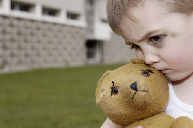 http://tlcinstitute.files.wordpress.com/2010/04/abused-child-with-teddy-bear.jpg